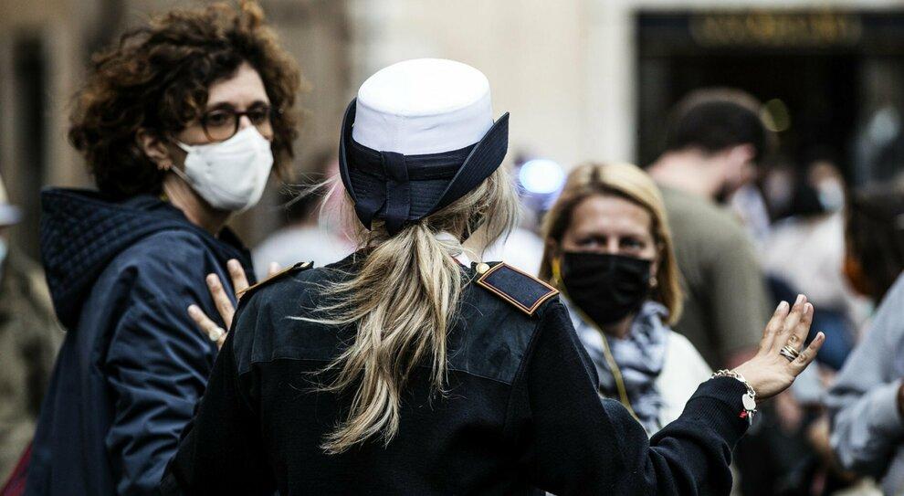 Covid, il nuovo Dpcm: mascherine all aperto in tutta Italia. E limitazioni per feste, nozze e funerali