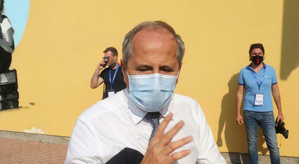 Covid Italia, Crisanti: «Vera falla è il tracciamento, in giro gente infetta. Serve nuova stretta»