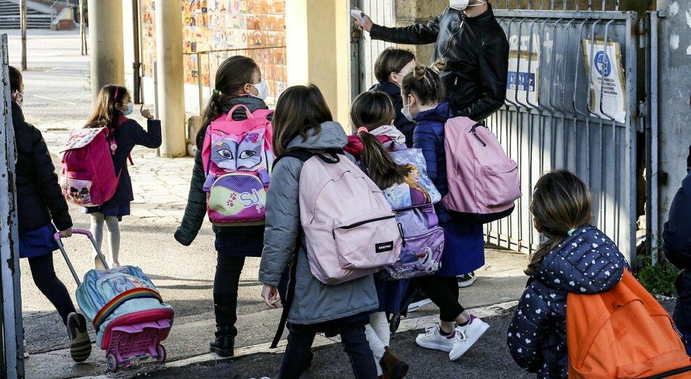 Roma, la beffa delle mense: bollettini da pagare senza riduzioni Covid