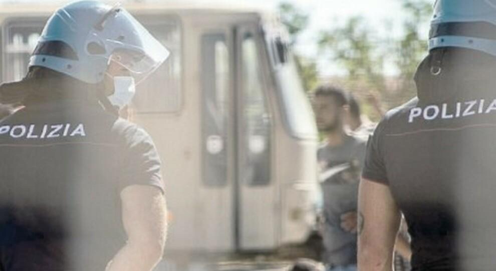 Virus a Latina, l'emergenza sanitaria spaventa gli abitanti. Il prefetto: «Tamponi, poi tutti espulsi»