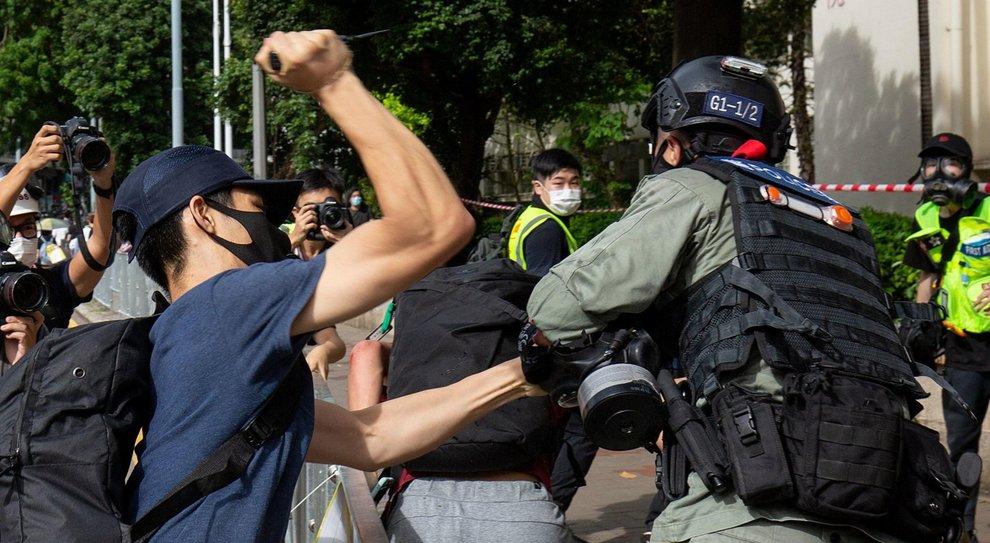 Hong Kong, una 15enne rischia l'ergastolo. Dagli Usa via alle sanzioni contro la Cina