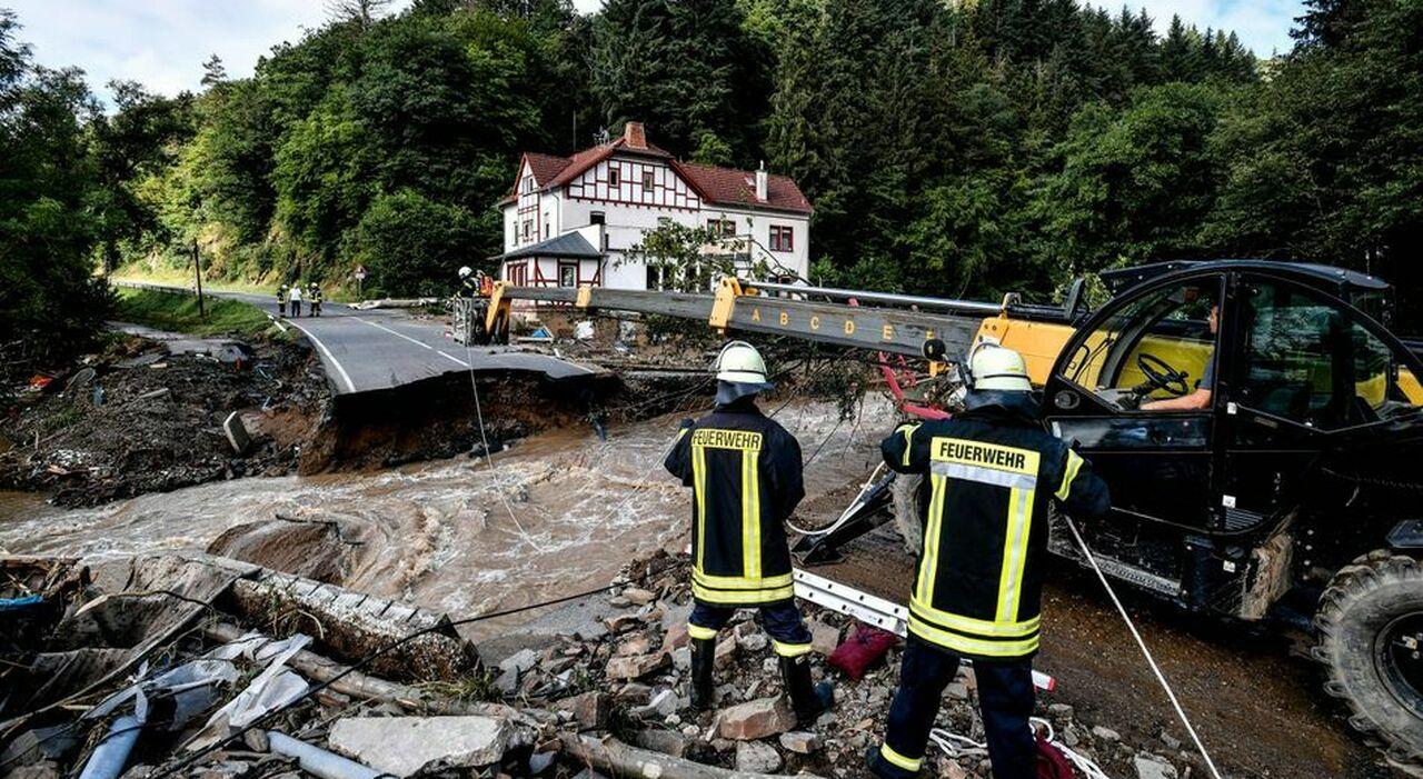 Alluvione in Germania, il sacrificio del pompiere-eroe travolto durante il salvataggio