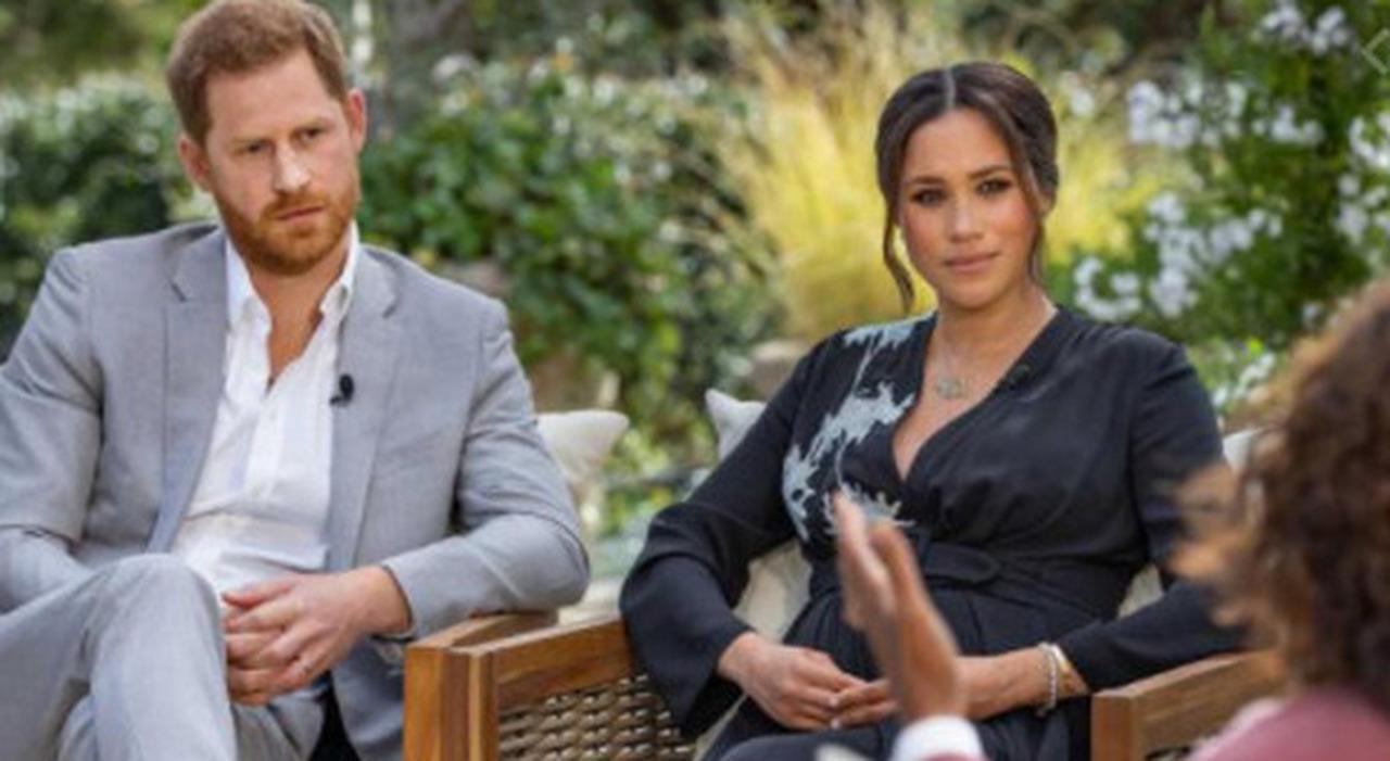 Harry e Meghan furiosi: Carlo è deciso a impedire al piccolo Archie di diventare principe