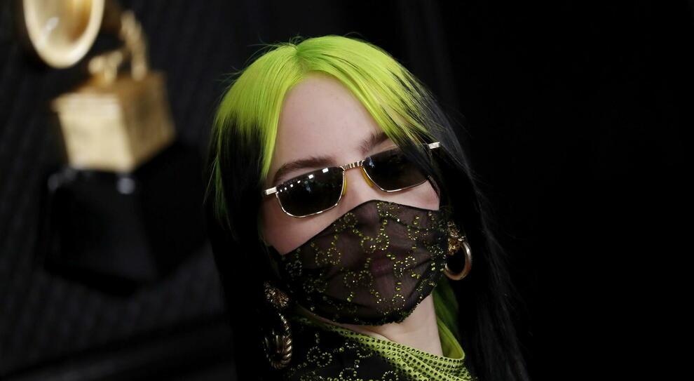 Da Billie Eilish con la mascherina al tailleur di Kamala Harris: tutti i momenti più fashion del 2020