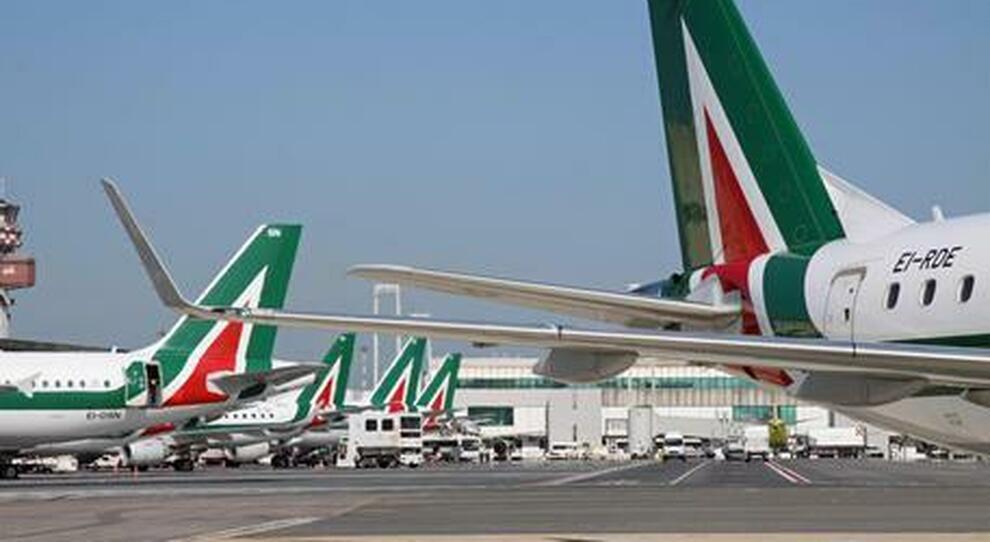 Alitalia, sfumata la vendita-blitz: solo il decreto salverà gli stipendi