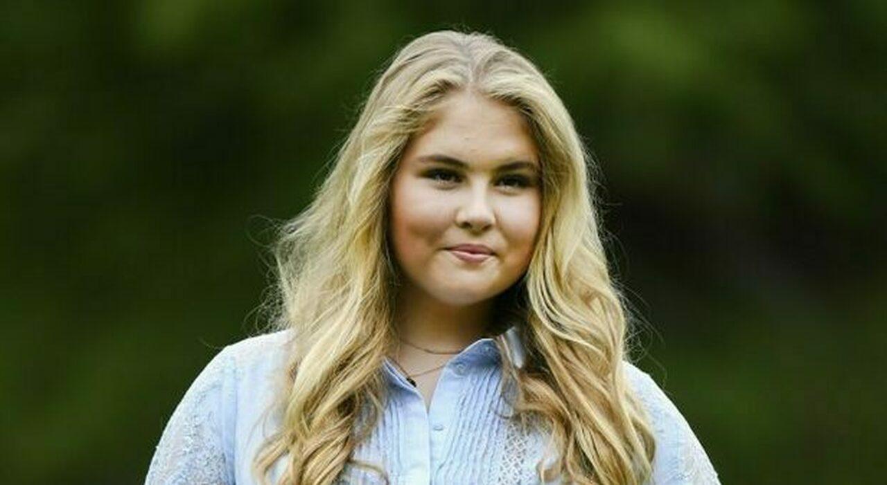 Amalia d'Olanda, la giovane erede al trono rinuncia alla rendita milionaria: «Non ho fatto niente per meritarmelo»