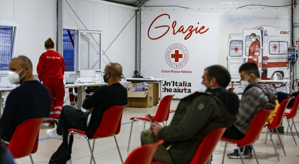 Vaccino, seconda dose in vacanza. Puglia e Lazio: «Noi pronti»