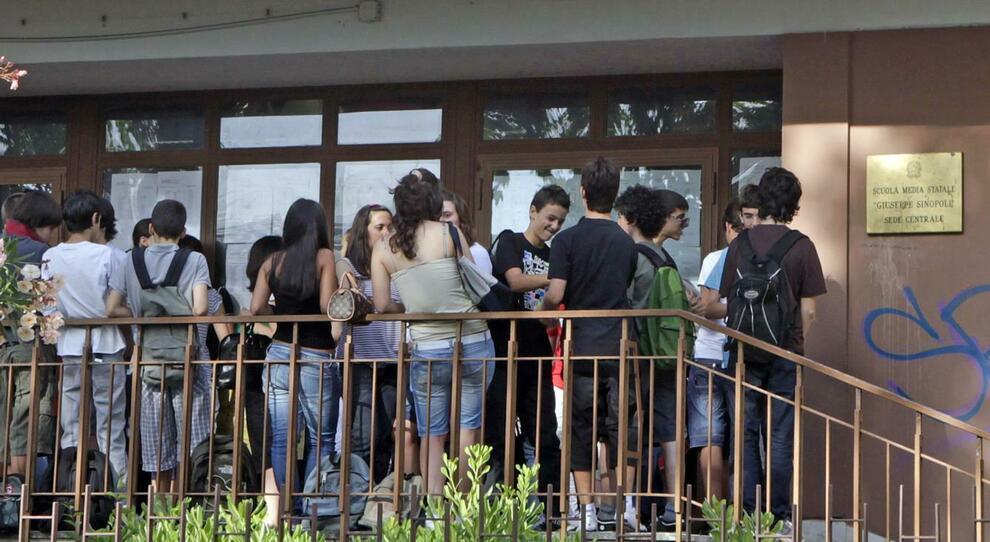 Covid Roma, troppi bidelli positivi e in quarantena: chiusa scuola media al Salario