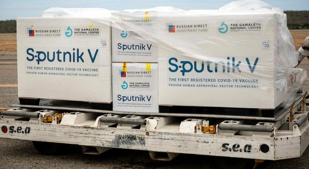 Vaccini, stop della Ue a Sputnik: «I russi devono consentirci ispezioni nelle loro fabbriche»