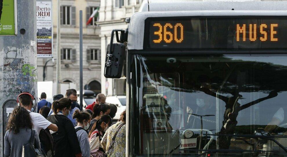 Coprifuoco Roma, il piano trasporti: stop metro alle 22, bus fino alle 24