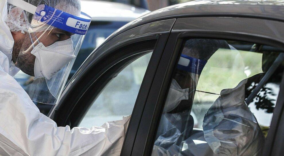 Covid Lazio, altri 1.687 casi. Vaccino antinfluenzale, scorte finite alla Asl 2