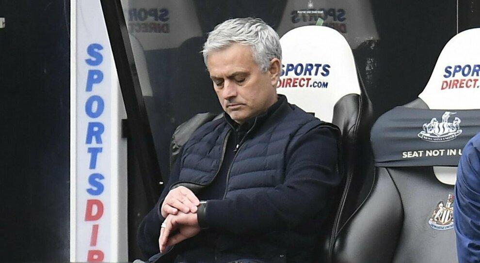 Mourinho, 10 sconfitte in una stagione e il fantasma del crollo di un mito: la solitudine degli (ex) numeri primi