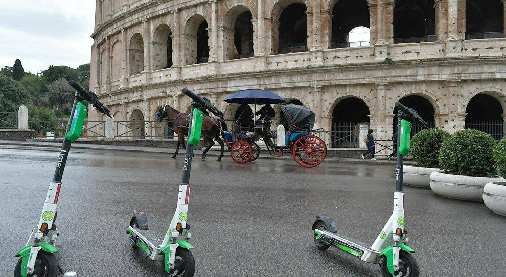 Roma, monopattini verso la stretta: off limits le piazze di pregio