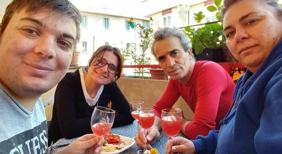 Maurizio Cencioni con fidanzata e genitori