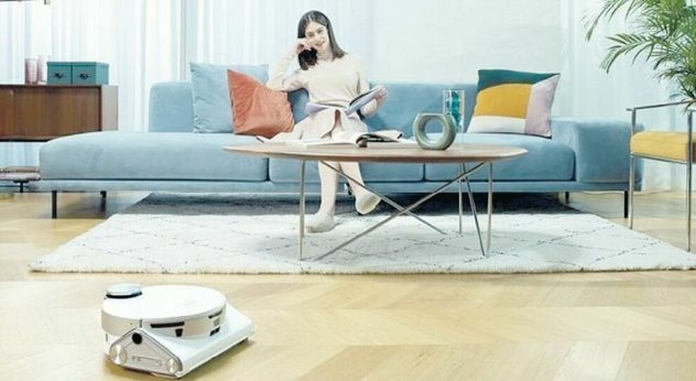 Il robot gira per casa e la pulizia è fa da sé