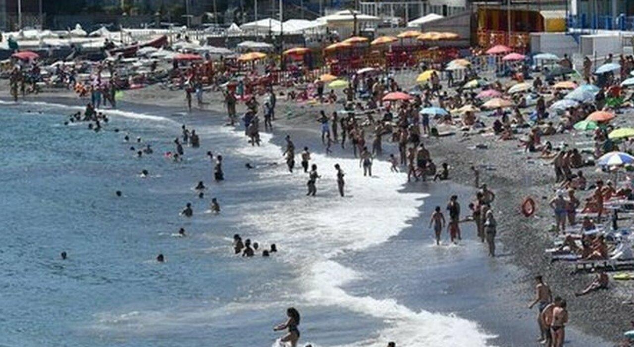 Molesta tre bimbe al mare a Formia, lo salvano dal linciaggio dei genitori