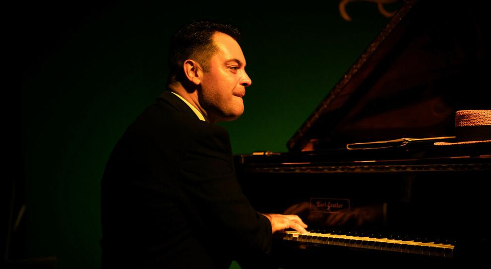 Il pianista Adriano Urso morto a causa di un infarto, in foto nella sua ultima esibizione all'Ellington Club