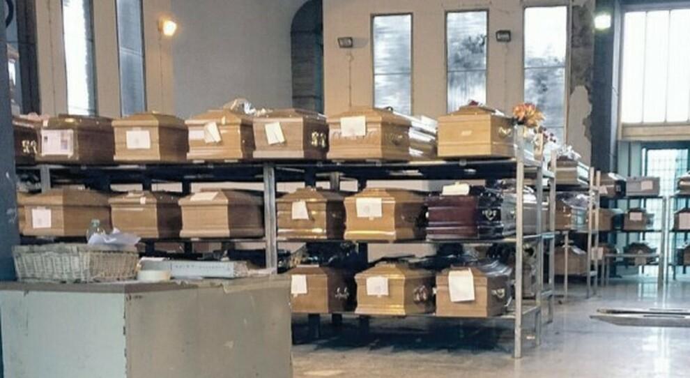 Roma, a Prima Porta lo stop alle cremazioni: «Troppe salme nei depositi»
