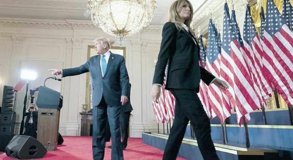Trump continua a lottare ma i fedelissimi: «Fermati». E Melania pensa al divorzio