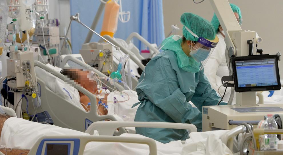Manovra, aumenti di stipendio a medici e infermieri. Rifinanziato il Reddito