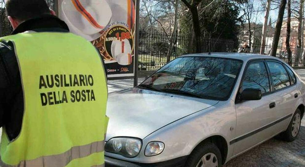 Tornano i parcheggiatori autorizzati in alcune zone di Roma