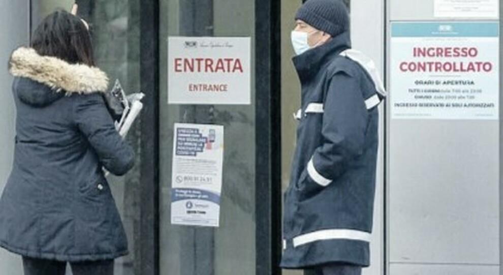 Covid in Umbria, gli ospedali in crisi sospendono visite e interventi: «E qui i medici se ne vanno»