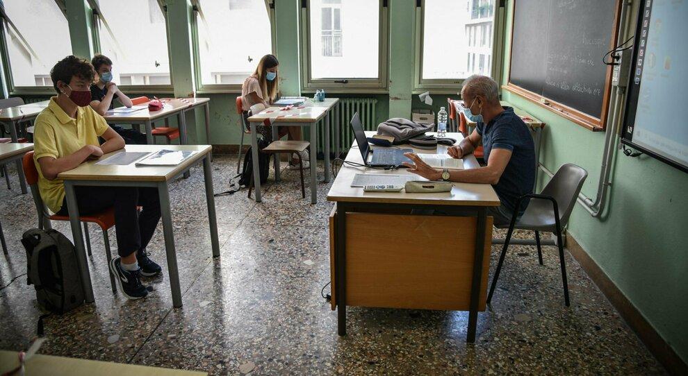 Covid e scuola, a ricreazione si resta in classe: merenda al banco, sarà vietato uscire nei corridoi