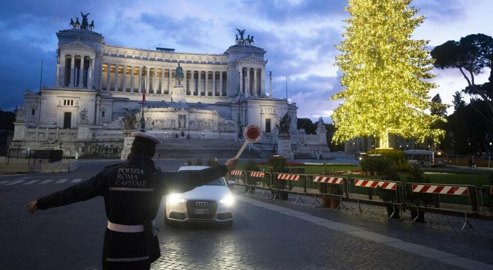 Roma, dietrofront Ztl: il Centro chiude. Ira dei negozianti: saldi affossati