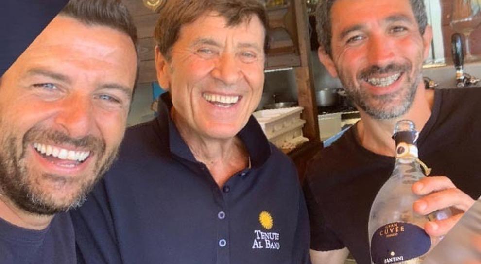 Gianni Morandi in vacanza sui trabocchi della costa Vastese