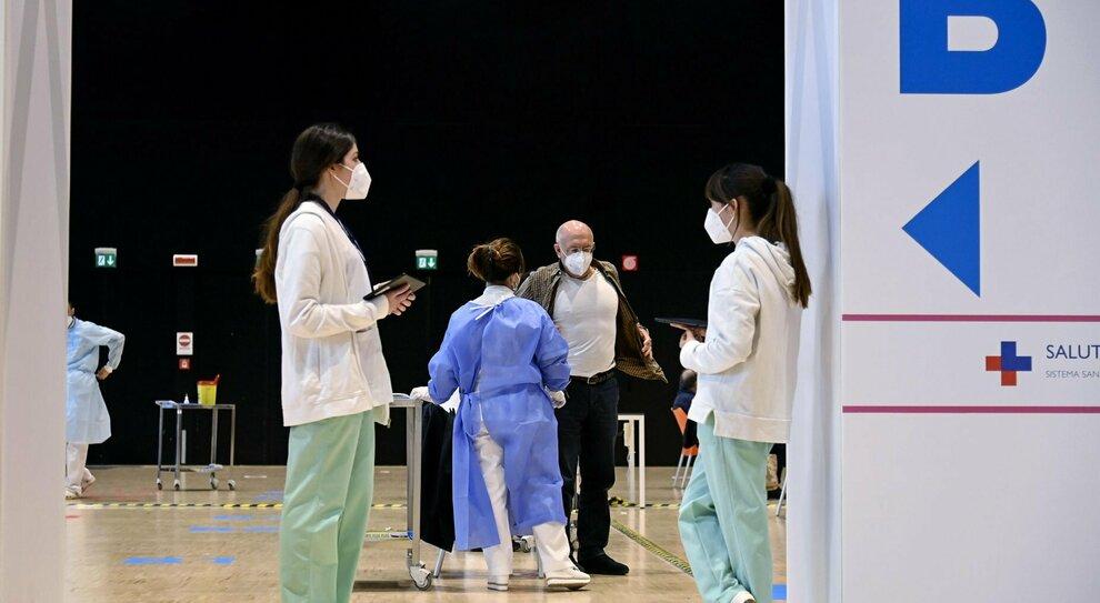 Vaccini Roma, chi si può prenotare per Astrazeneca e chi può fare la seconda dose