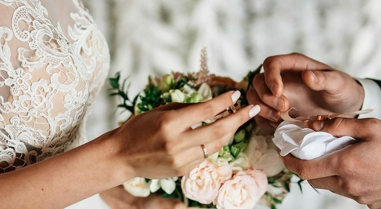 Matrimoni, regole in chiesa, Municipio e al ristorante. Feste e banchetti: ecco come saranno