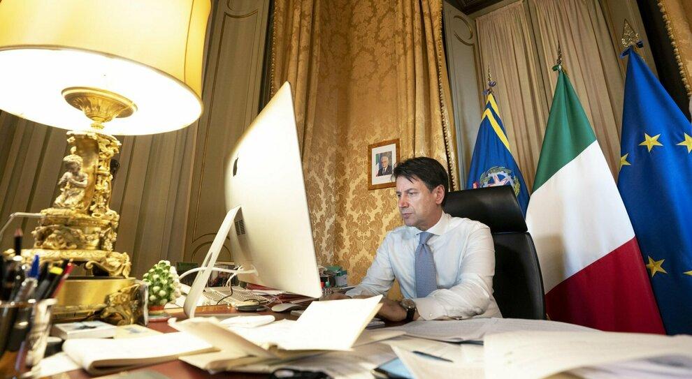 Conte: «Rafforzare maggioranza». Renzi: «Se non è in grado, tocca ad altri»