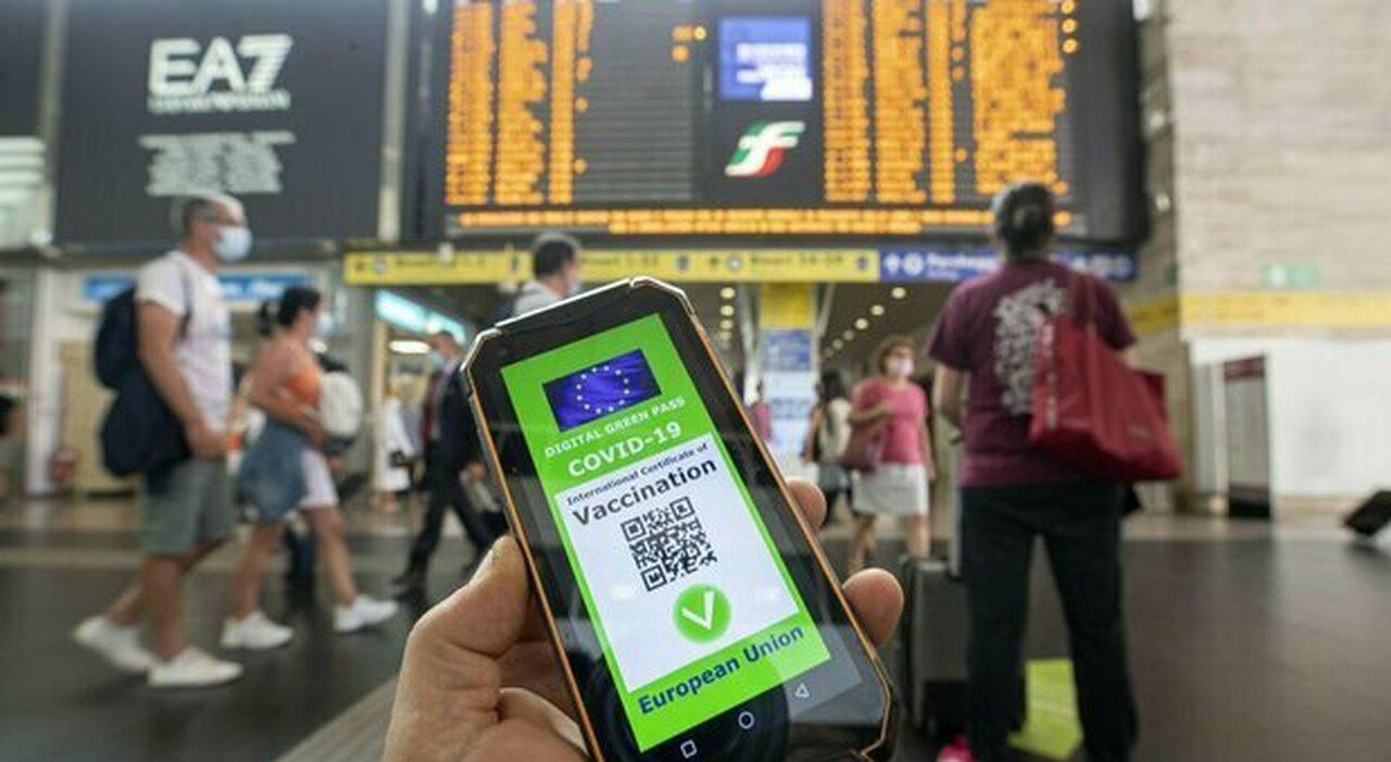 Green pass da settembre per viaggiare su treni, areei e traghetti. Ipotesi obbligo anche per autisti tram, bus e metro