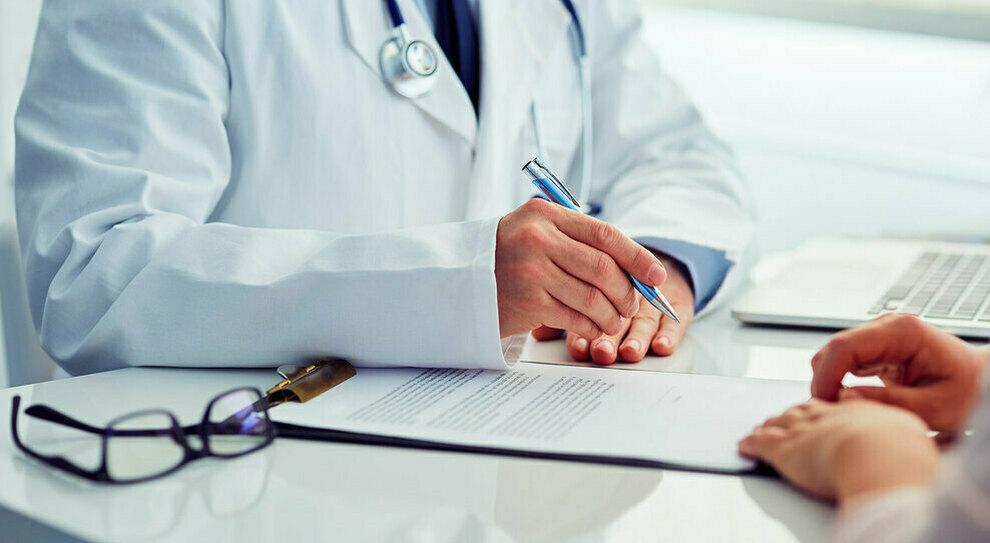 «Ufficio unico del malato», il medico di famiglia rischia di scomparire: l'ipotesi è di creare strutture multifunzionali