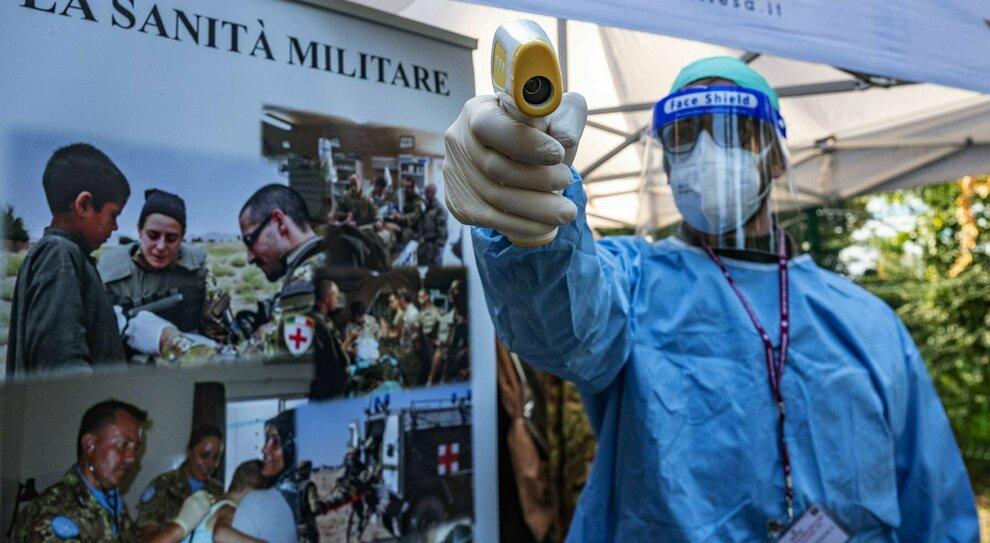 Vaccino nei drive-in militari, il piano: 12 milioni di dosi a marzo