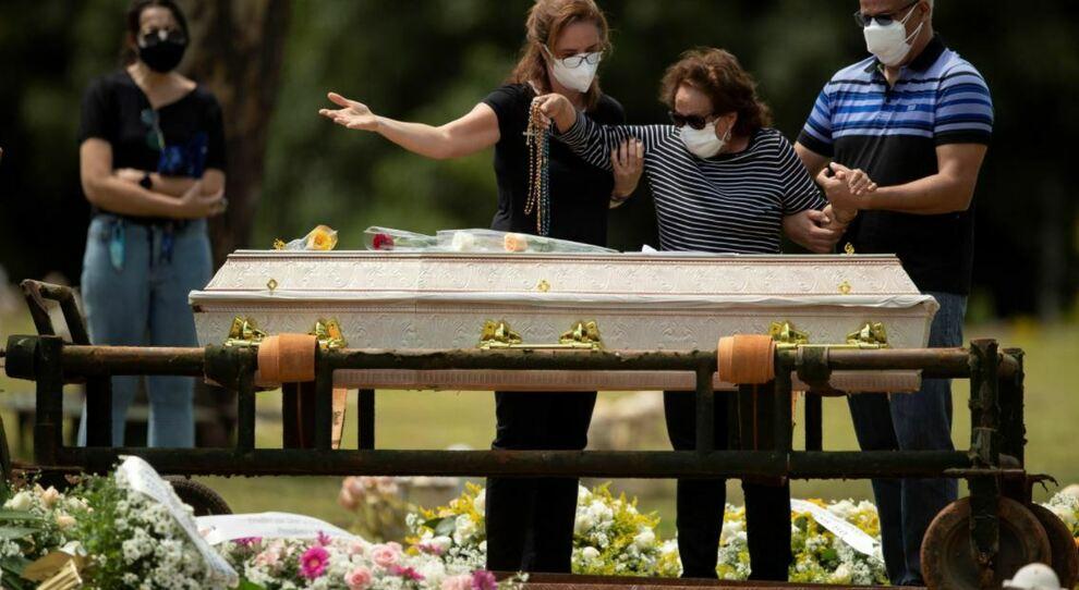 Usa, rimborsate le famiglie delle vittime di Covid: fino a 9mila dollari per le spese funerarie