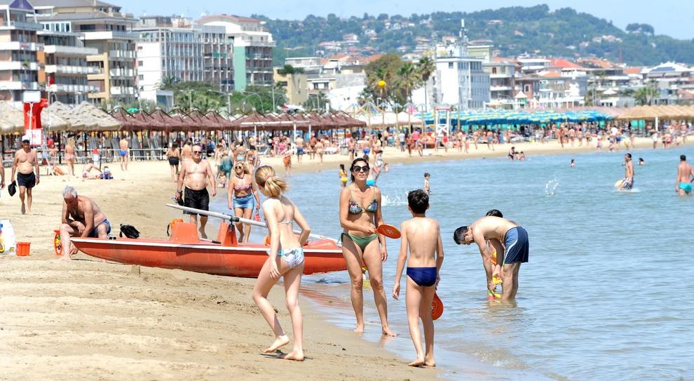 Bonus vacanze, boom di furbetti: aumentano le tariffe o chiedono una spesa minima di 1.000 euro
