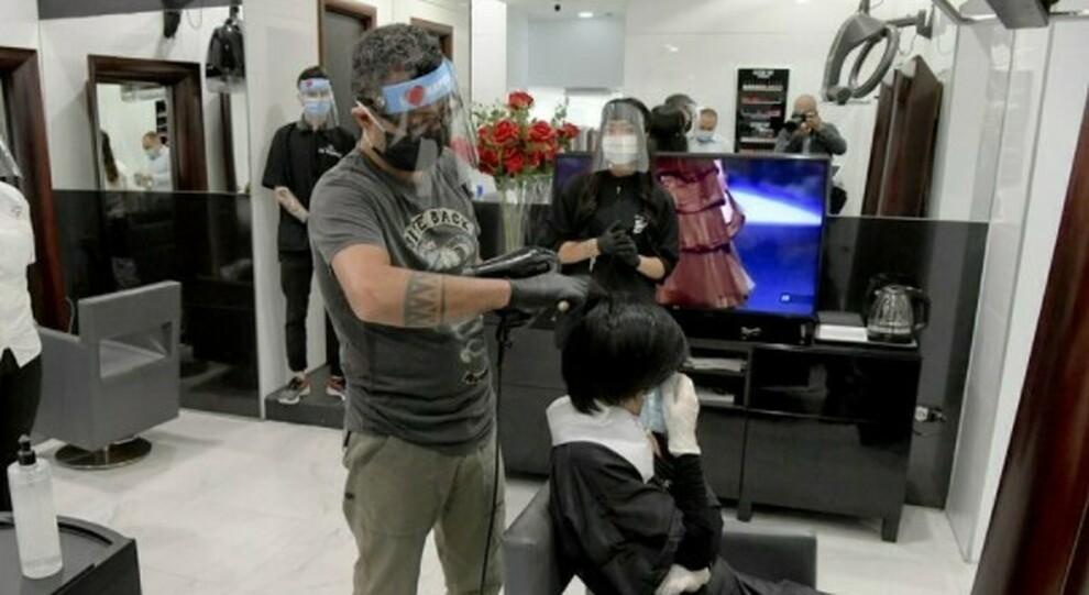 Lazio zona rossa: da lunedì scuole in Dad, parrucchieri e barbieri chiusi (ma ok seconde case)