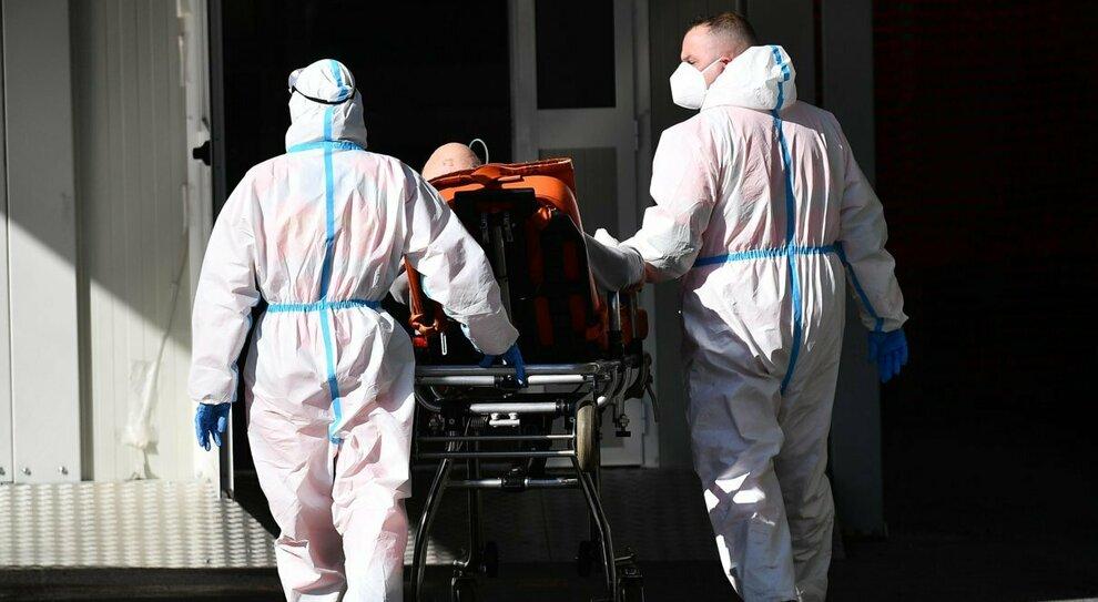 Variante inglese, universitario contagiato a Ostia e un caso a Portuense: manca chi traccia il virus