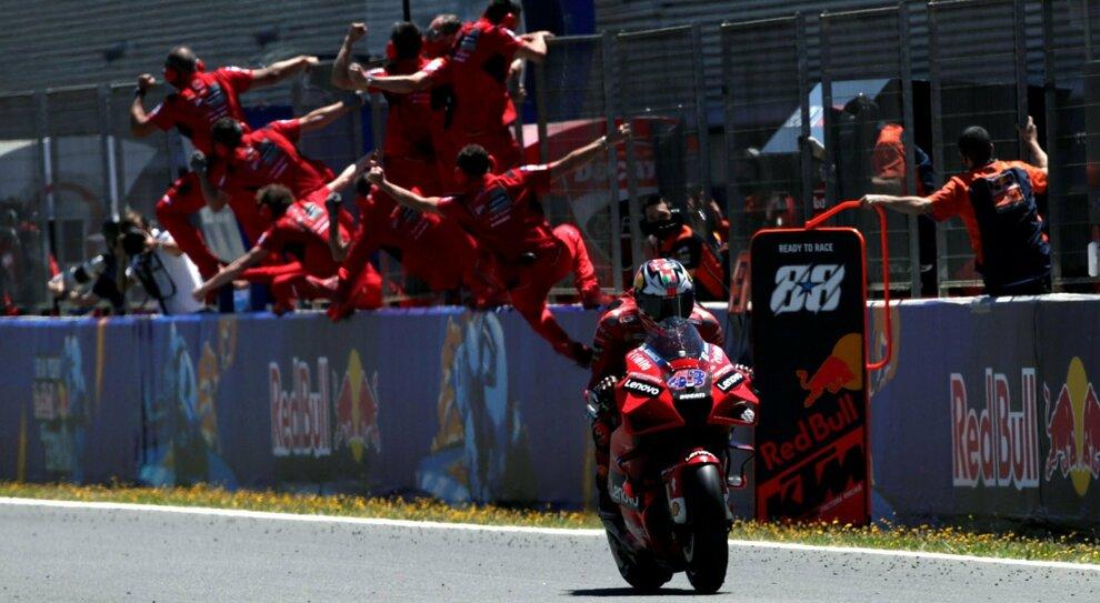 Ducati, doppietta capolavoro: Miller conquista Jerez, Bagnaia è secondo e va in testa al mondiale