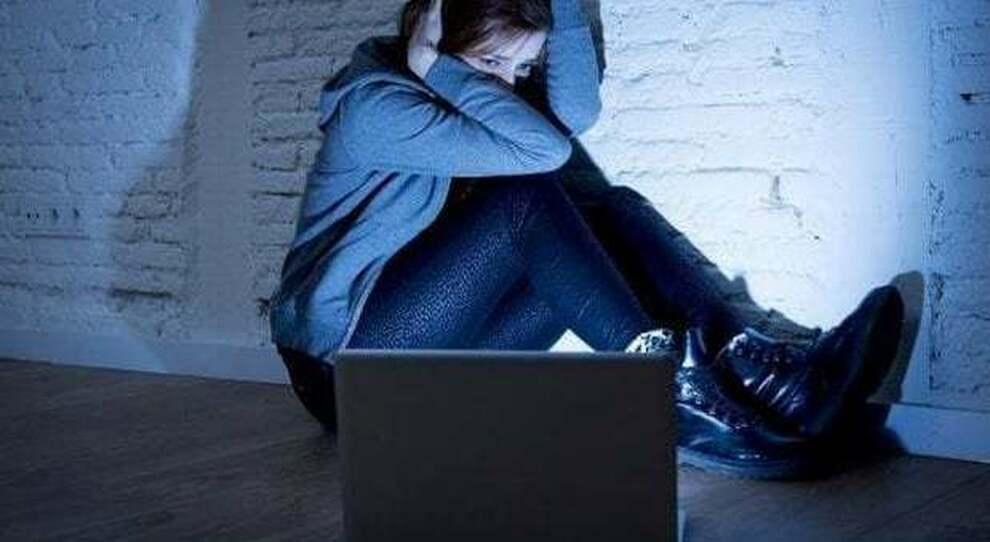 Stalking sui social, l inferno delle donne: l'aumento della violenza durante la pandemia
