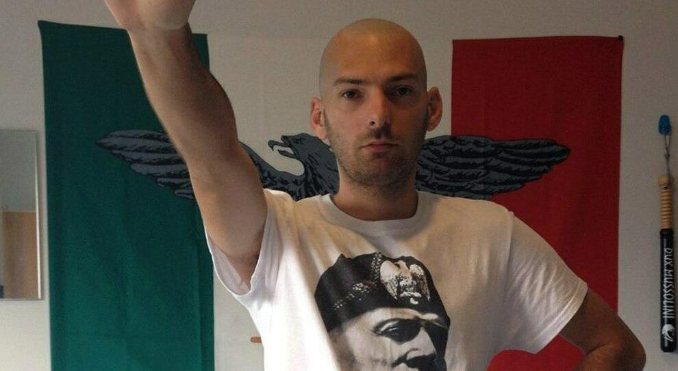«Sono naziskin, omofobo e antisemita», post choc del candidato sindaco a Fondi