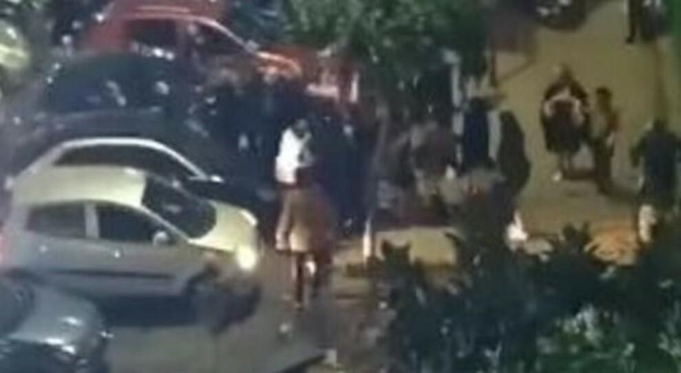 Ercolano, maxi-rissa in strada a calci e pugni nonostante la zona rossa: ira sui social