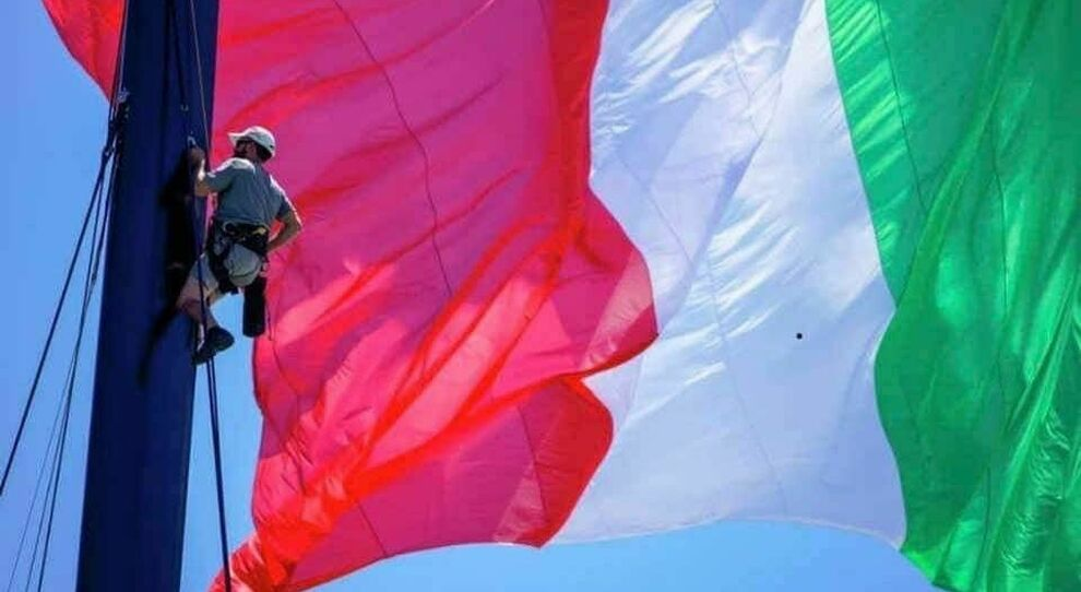Gerardo Siciliano sull'albero di Luna Rossa