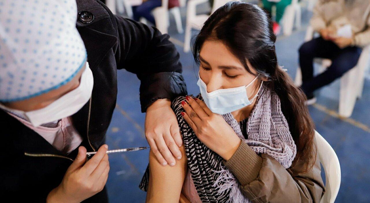 Vaccino, da Moderna nuovi studi sui piccolissimi e allarga il campione: sperimentato anche su bimbi di 6 mesi