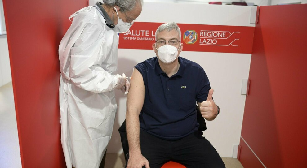 Vaccini Lazio, quando potrà prenotare chi ha 49 e 50 anni? Calendario, centri e quale dose