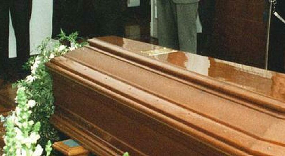 Coronavirus, i carabinieri bloccano il funerale: nella bara la salma sbagliata