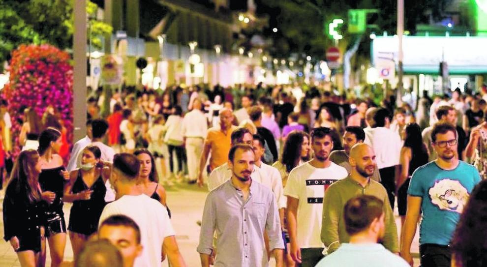 Vacanze, Lopalco: «Assembramenti pericolosi, così rischiamo. Le istituzioni sono sparite»