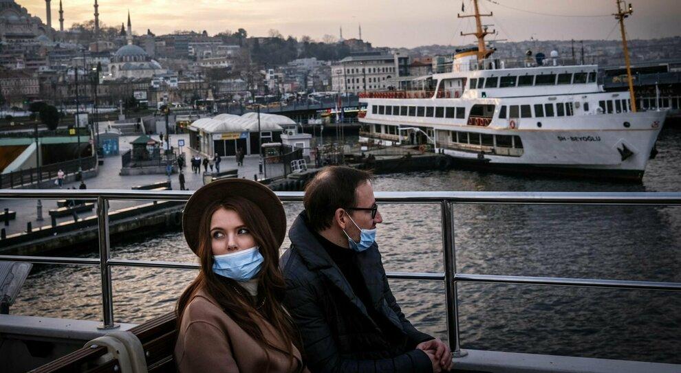 Il turismo ha perso tutto per il Covid: «Questo mese tre viaggi». Giro d'affari giù del 97%, beffa ristori
