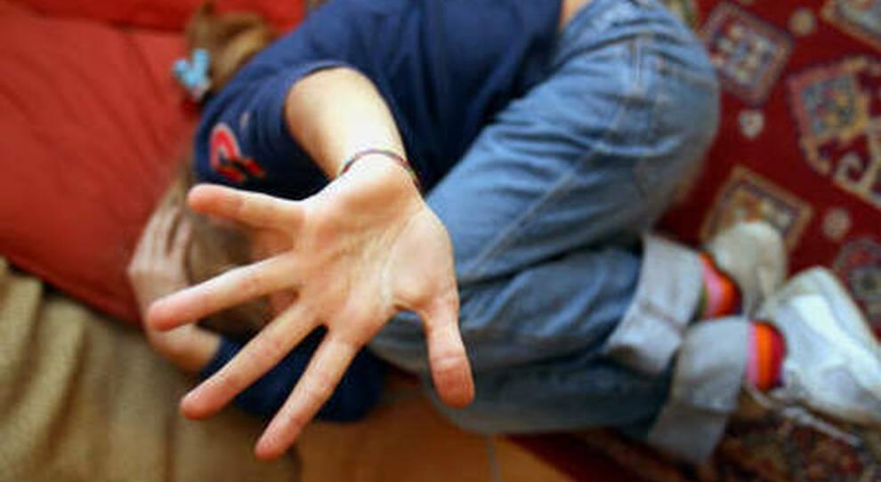 Ponza, pastore evangelico arrestato per abusi sessuali sulle figlie. «Ci ha violentato per 10 anni»
